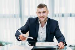 Akcydensowego wywiadu biznesowego mężczyzna życiorysu osoby werbująca biuro zdjęcie royalty free