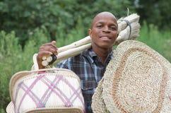 Akcyjna fotografia południe - afrykański przedsiębiorcy małego biznesu miotły sprzedawca Fotografia Stock