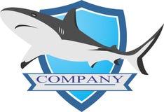 Akcyjnego loga duży rekin na błękitnej osłonie Obrazy Royalty Free