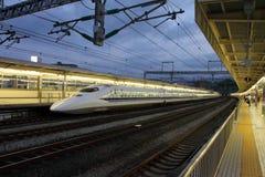 Akcyjny wizerunek Shinkansen pociska pociąg, Japonia Obrazy Royalty Free