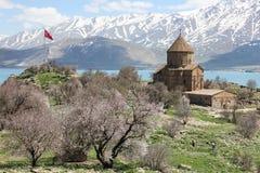 Akdamar ö och den armeniska kyrkliga kalkon arkivbild