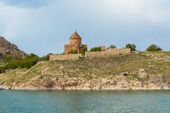 Akdamar-Insel mit armenischer Kathedralen-Kirche des heiligen Kreuzes in Van Lake Die Türkei stockfotos