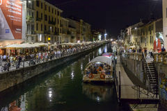 Aken op de dijk van Naviglio Grande in de tijd van het nachtleven, Milaan, Stock Afbeeldingen