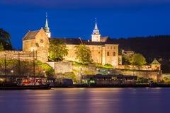 Akershus forteca przy nocą Zdjęcia Stock