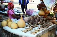 Akha stam som säljer produkten ett infött Royaltyfri Fotografi