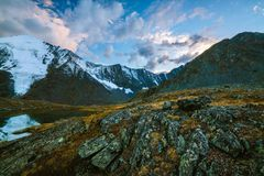 Akkem-Tal im Altai-Gebirgsnaturpark Lizenzfreie Stockfotos