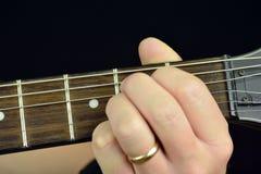 Akkord auf der Gitarre Stockbild