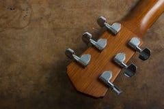 Akoestische guitarheadvoorraad en tuner Stock Foto
