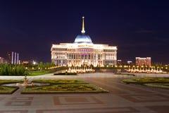 Akorda - le Président République du Kazakhstan de résidence le soir astana photo stock