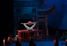 Akrobacje na akrobatycznej showBaixi sen nocy Obrazy Royalty Free