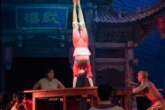 Akrobacje na akrobatycznej showBaixi sen nocy Zdjęcia Stock