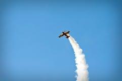 Akrobatik-Flugzeug Stockfotos