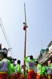 Akrobatikzeigen in der chinesischen Feier des neuen Jahres Stockfotografie