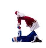 Akrobatische Ausführende, die in den Weihnachtskostümen aufwerfen Lizenzfreies Stockfoto