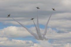 Akrobatische Bremsung planiert RUS von Aero ALCA L-159 auf Luft während des Luftfahrt-Sportereignisses, das dem 80. Jahrestag von Stockfoto
