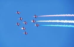 Akrobatische Flugzeuge in der Anordnung Stockfotos
