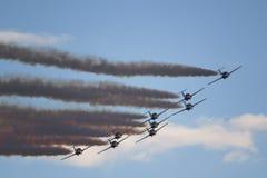 Akrobatische Flugzeuge mit Rauche Stockbild