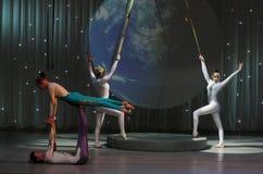 Akrobatische Inszenierung des Zirkusses Lizenzfreie Stockfotografie