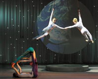 Akrobatische Inszenierung des Zirkusses Lizenzfreie Stockbilder