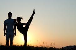 Akrobatische Paare. stockfotografie