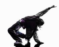 Akrobatischer Breakdancer des Hip-Hop, der Schattenbild des jungen Mannes breakdancing ist Stockfoto