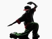 Akrobatischer Breakdancer des Hip-Hop, der Schattenbild des jungen Mannes breakdancing ist Stockbild