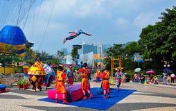 Akrobatisches Erscheinen stockbild
