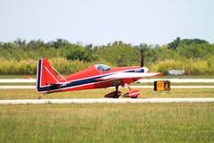 Akrobatisches Flugzeug Lizenzfreie Stockfotos