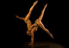 Akrobatisches Mädchen zwei Stockfotografie