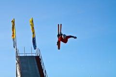 Akrobatisches Skifahren Stockbild