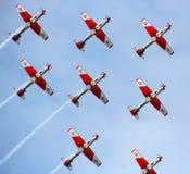 Akrobatiskt schweiziskt flyg royaltyfri bild
