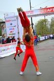 Akrobatiskt vagga - och - rullshowen Royaltyfria Bilder