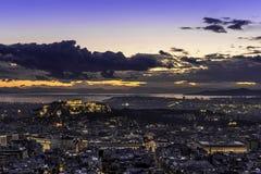 Akropol och Aten på solnedgången, Grekland Royaltyfri Fotografi