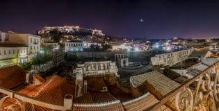 Akropol vid nattpanorama Arkivbild