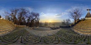 Akropolen parkerar (den Parcul Cetăț uiaen) på soluppgång, Cluj-Napoca, Rumänien Arkivbild