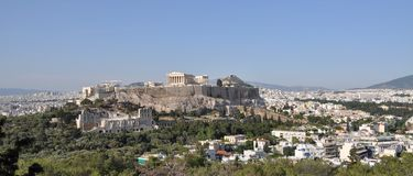Akropolis e Lykavisttos em Atenas Foto de Stock