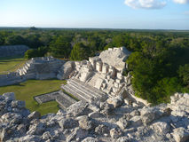 Akropolis in Edzna Mexiko lizenzfreie stockfotografie