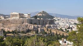 Akropolis und Lykavittos in Athen Lizenzfreie Stockfotografie
