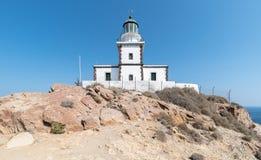 Akrotiri fyr - den Santorini Cyclades ön - Aegean hav - G royaltyfri bild