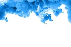 Akrylfärger och färgpulver i vatten göra sammandrag bakgrundsramen Isolator royaltyfri bild