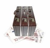 Aktenkoffer auf Eurobargeld. Lizenzfreies Stockbild