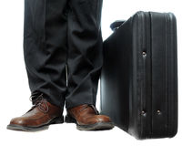 Aktenkoffer nahe bei Schuhen Lizenzfreie Stockbilder