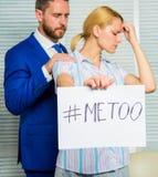 Aktieanfallberättelse Söka efter service Diskrimineringanfallklagomål Offeranfall på arbetsplatsen anfall fotografering för bildbyråer