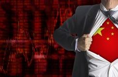 Aktiemarknaddiagrambakgrund med uppvisning av en superhero Arkivfoto