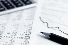 Aktiemarknaden för den finansiella redovisningen graphs analys Arkivfoton