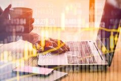 Aktiemarknadindikator och sikt för finansiella data från LETT double arkivfoto