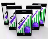 Aktien-Diagramm zeigt Wertzunahme Aktien Lizenzfreies Stockfoto