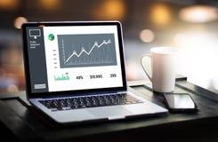 Aktier och kund Marketin för intäkt för förhöjning för försäljningar för affärsman Fotografering för Bildbyråer
