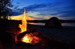 aktion campfire Solnedgång Royaltyfri Fotografi