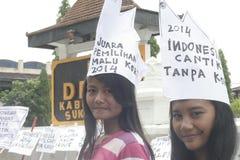 AKTIONS-UND BLICK-HÜBSCHE DORF-MAKE-UPstudenten FÜR INDONESIEN 2014 lizenzfreie stockfotos